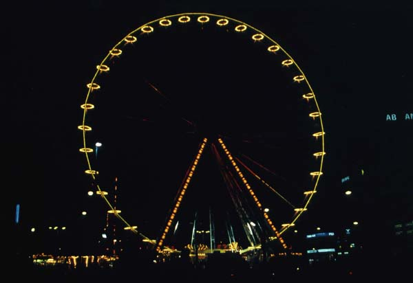 The Ferris-wheel at the funfair. The funfair is held twice a year at the Dam.
